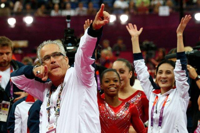 В США покончил с собой бывший тренер олимпийской сборной по гимнастике — сразу после того, как ему предъявили обвинения в сексуальном насилии и эксплуатации спортсменок