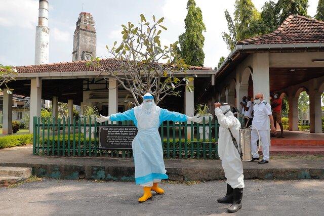 На Шри-Ланке целый год запрещали хоронить умерших от ковида без кремации. Теперь под кладбище выделили участок на удаленном острове. Почему и то, и другое называют дискриминацией и расизмом