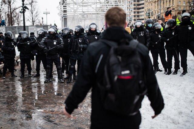 Тебе просто дают понять, что ты должен исчезнуть. Если иностранцы участвовали в протестах, их лишают ВНЖ и выдворяют из России. Даже если акция касалась ситуации в Беларуси