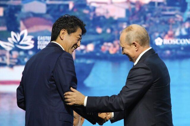 Предыдущий премьер Японии обещал «новый подход» к Южным Курилам, нынешний тоже хочет улучшить отношения с Россией. Почему у них не получается? Отвечает Максим Крылов (Carnegie.ru)