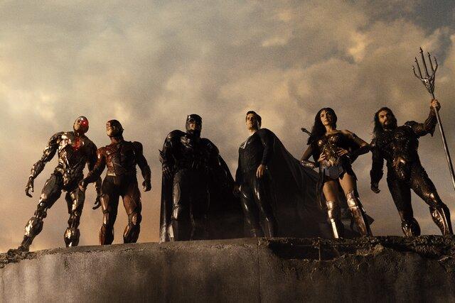 «Лига справедливости Зака Снайдера»: вдвое длиннее, намного эпичнее. Антон Долин — о том, получилось ли у режиссера спасти провальный фильм 2017 года