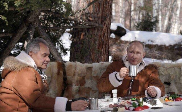 Путин и Шойгу съездили в тайгу. И началось. Одни СМИ в восторге от костюма президента и его прыжков с вездехода. Другие считают, сколько стоит и костюм, и вездеход