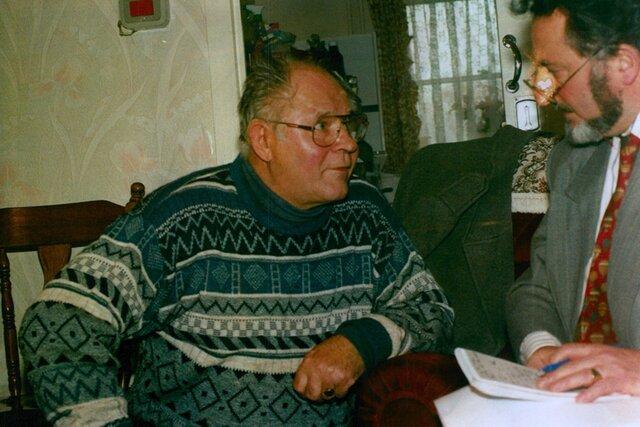 Британец Джон Кингстон в детстве слушал рассказы своего польского отчима о преступлениях нацистов. Годы спустя Джон выяснил с помощью «Би-би-си», что отчим сам участвовал в казнях