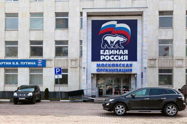 «Цирк», «Умный голос» и «Полный вперед» — новая стратегия партии власти в Москве. На выборах в Госдуму «Единая Россия» надеется расколоть оппозицию, обмануть невнимательных и (как всегда) мобилизовать бюджетников