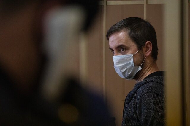 Отец семерых детей Андрей Ломов толкнул росгвардейцев на митинге за Навального — и «подорвал их авторитет перед лицом общества». Ему дали условный срок. А мы с ним поговорили