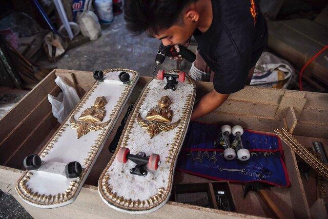 Гробовщик из Таиланда превращает гробы в скейтборды. Он собирается подарить их детям из бедных семей