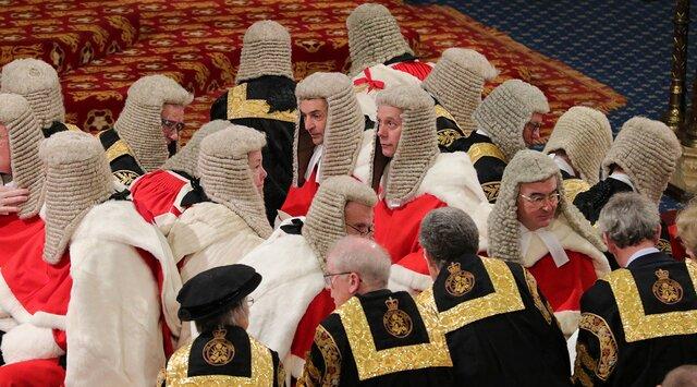 Британский парламент — чуть ли не единственный в мире, в котором заседают по праву рождения. И даже многие потомственные лорды требуют это изменить. Расследование The Sunday Times — о неприличном архаизме Палаты лордов