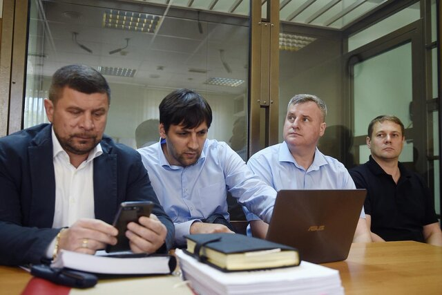 Ребят-то зачем убили? В 2016 году на пожаре в Москве погибли восемь сотрудников МЧС — такого не было 70 лет. Вот как судят их руководителей. Репортаж Кристины Сафоновой