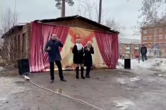 «Почему не спеть, я не человек, что ли». Депутат Госдумы дал концерт в грязи, в программе — песня Юрия Шатунова