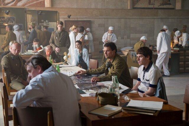 «Чернобыль» Данилы Козловского: главный герой и тушит пожар, и водит скорую помощь, и ныряет под реактор. Почему российский фильм получился более голливудским, чем сериал HBO