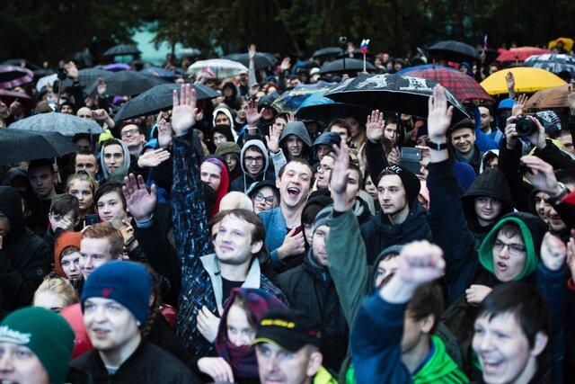 После стрельбы в Казани мурманским школам поручили составить список подозрительных учеников. Он оказался в открытом доступе. Среди причин включения в список — участие в протестах за Навального