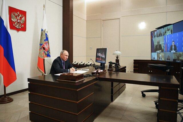 Песков заявил, что у Путина нет двух одинаковых кабинетов. Не соврал — ведь кабинеты разные! И теперь все ищут 10 отличий