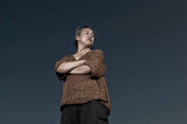 «Я хотел бы жить тихой жизнью, а позже исчезнуть — как часть природы». В октябре «Медуза» задала вопросы Ким Ки Дуку о его последнем фильме «Растворяться». Вот это интервью