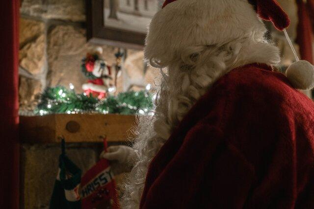 Дети волнуются, что Санта-Клаус не придет на Рождество, чтобы не заразиться коронавирусом. ВОЗ успокоила: у него иммунитет!