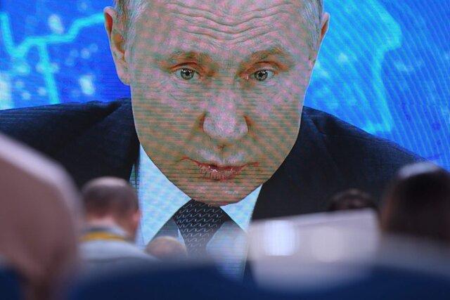 «Ему повсюду чудятся враги и заговоры». Путин обвинил в работе на западные спецслужбы авторов расследований об отравлении Навального и семье президента. Мы попросили их ответить Путину