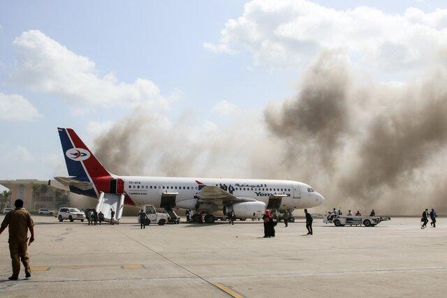 В Йемене после многих лет гражданской войны наконец сформировали правительство. Стоило министрам приземлиться на родине — как их атаковали прямо в аэропорту