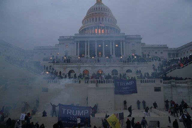 Митинг в поддержку Трампа в Вашингтоне закончился штурмом Капитолия. Один человек погиб, еще несколько пострадали. Главное