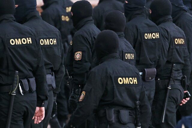 Аппарат должен посыпаться. Как бывшие белорусские силовики расследуют пытки и избиения протестующих против Лукашенко. Их возглавляет следователь, сбежавший от КГБ в лес