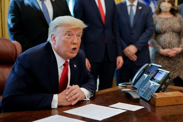 Джо Байден переоборудовал кабинет президента США под себя. Со стола даже пропала очень важная (для Трампа) красная кнопка