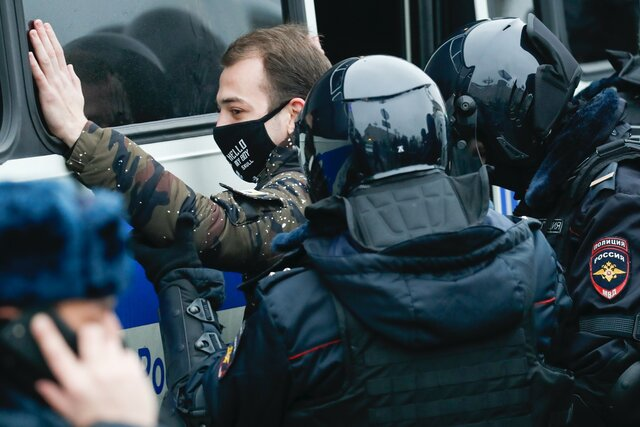 По всей России из-за акций в поддержку Навального возбудили полтора десятка уголовных дел. Где, кого и в чем обвиняют? Вероятно, этот текст будет обновляться