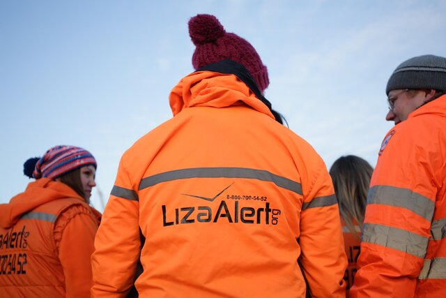 Отряд «Лиза Алерт» заявил, что полицейские помешали поискам пропавшего человека. Они задержали волонтера-поисковика — а когда отпустили, пропавший был уже мертв