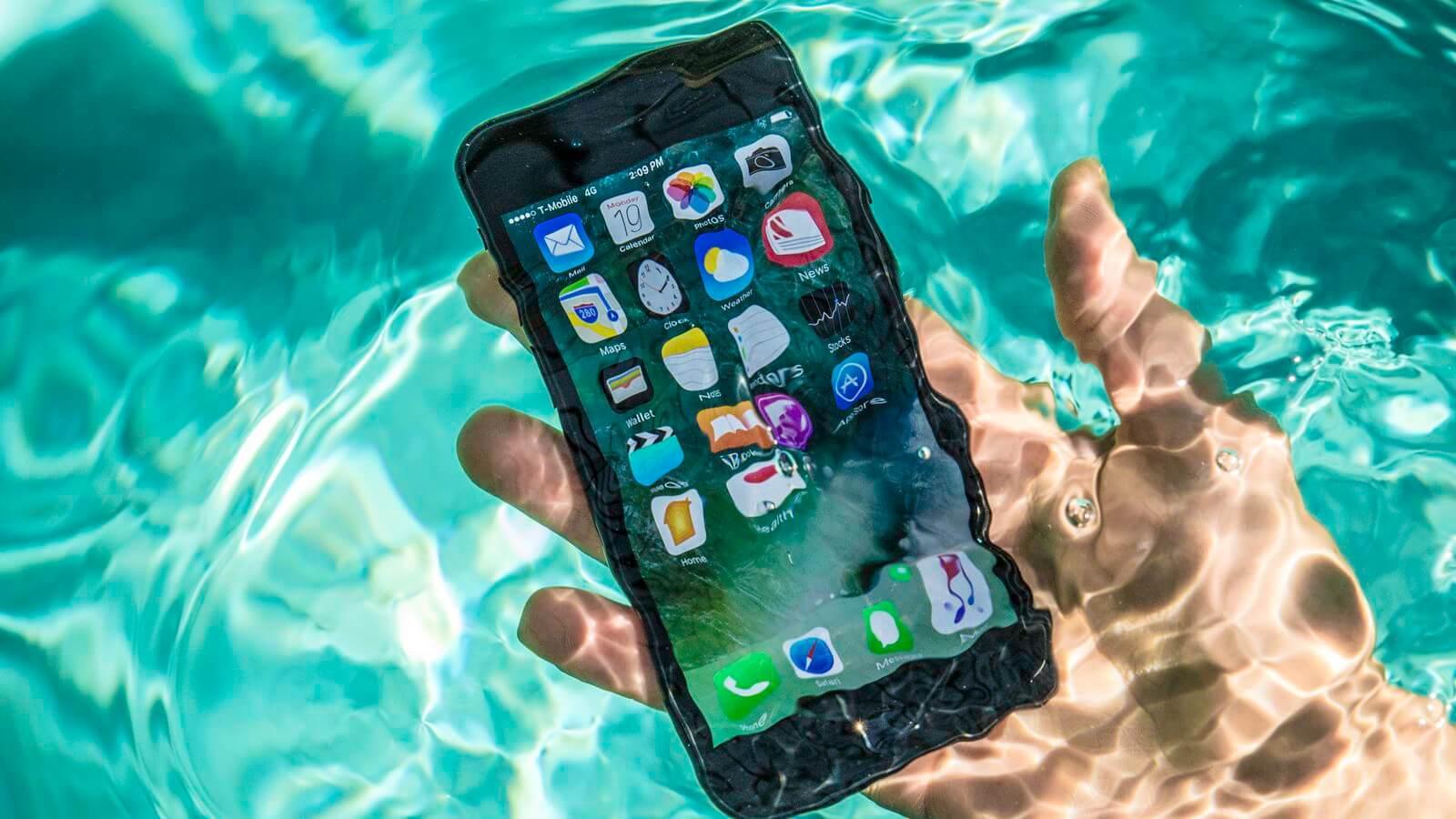 На Apple подали иск за преувеличение водонепроницаемости iPhone