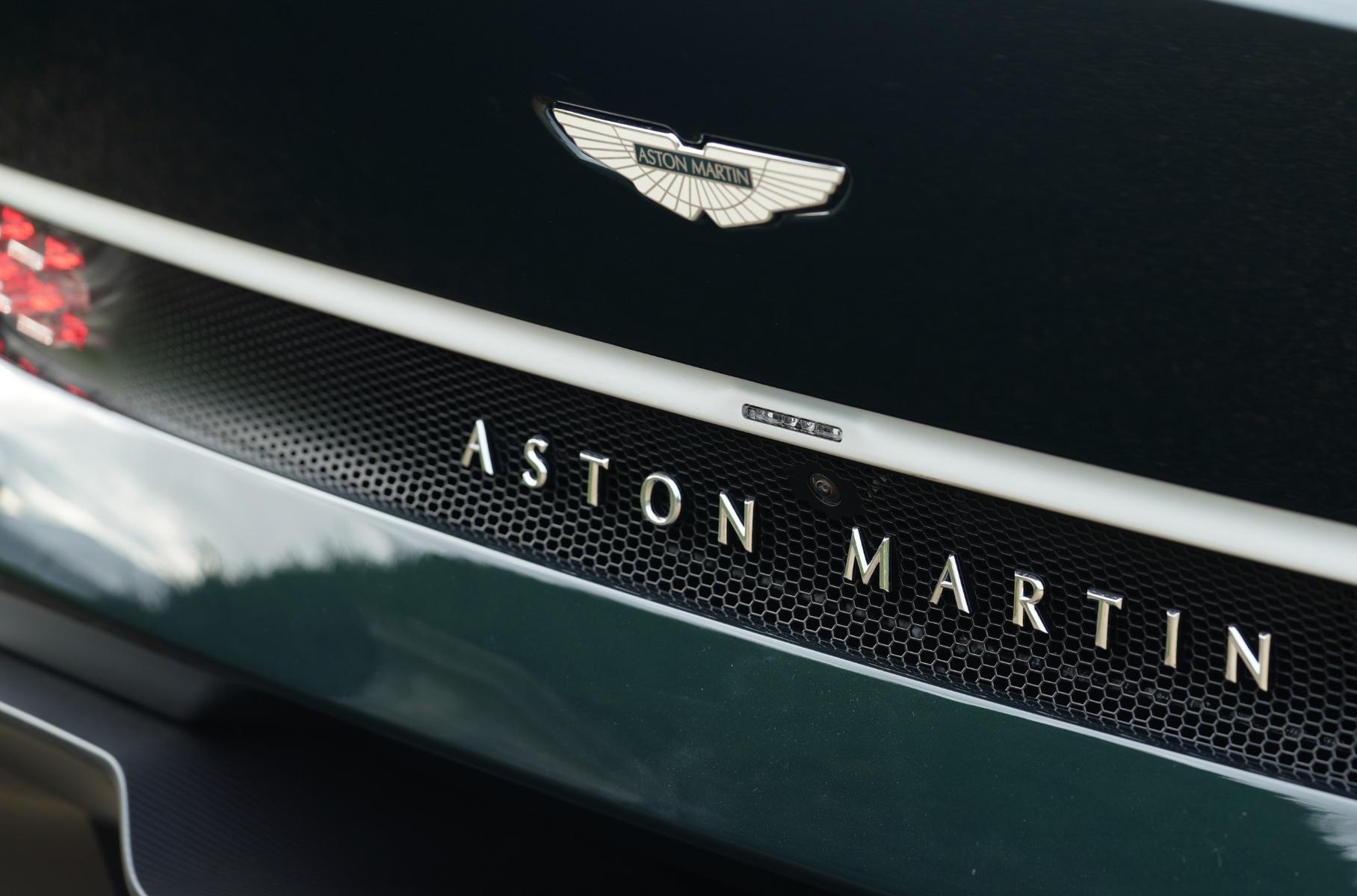 Aston Martin обвинили в нападках на электромобили
