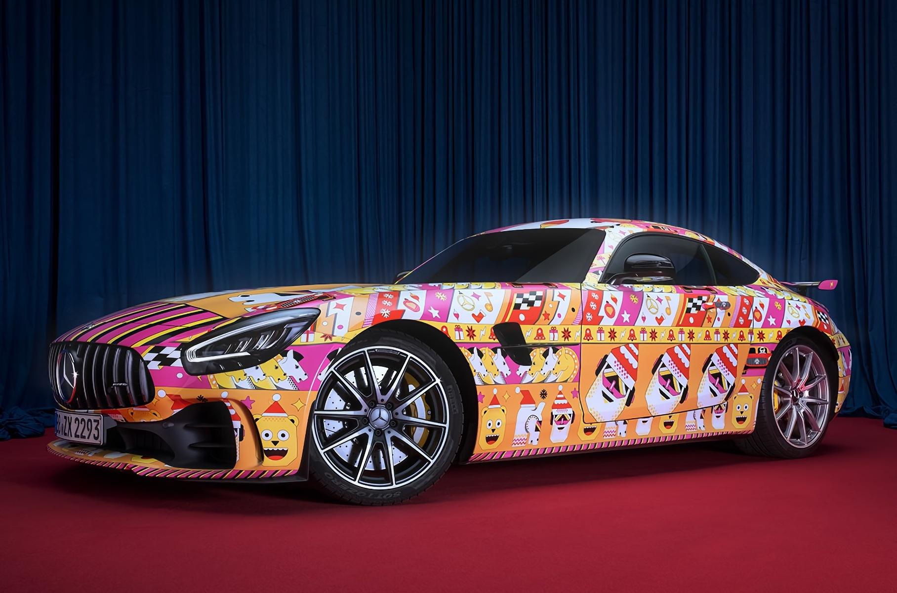 Mercedes-Benz представил рождественские версии AMG GT и G-класса в «уродливых свитерах»