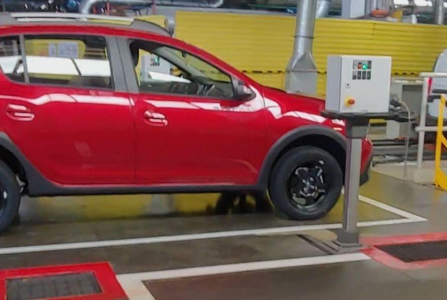 Обновленный Lada Largus протестировали на новой линии контроля качества