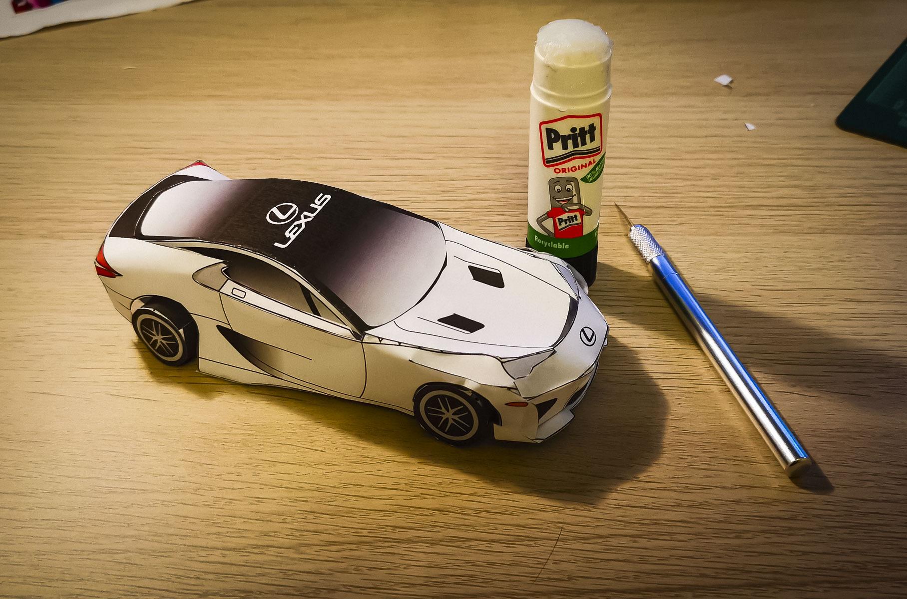 Lexus отмечает юбилей LFA: теперь суперкар можно сделать из бумаги