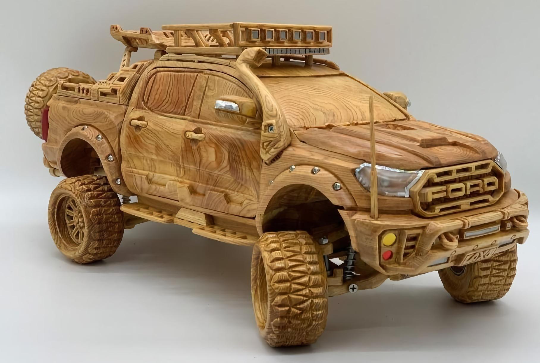 Уменьшенную копию Ford Raptor из дерева продают за 150 тысяч рублей