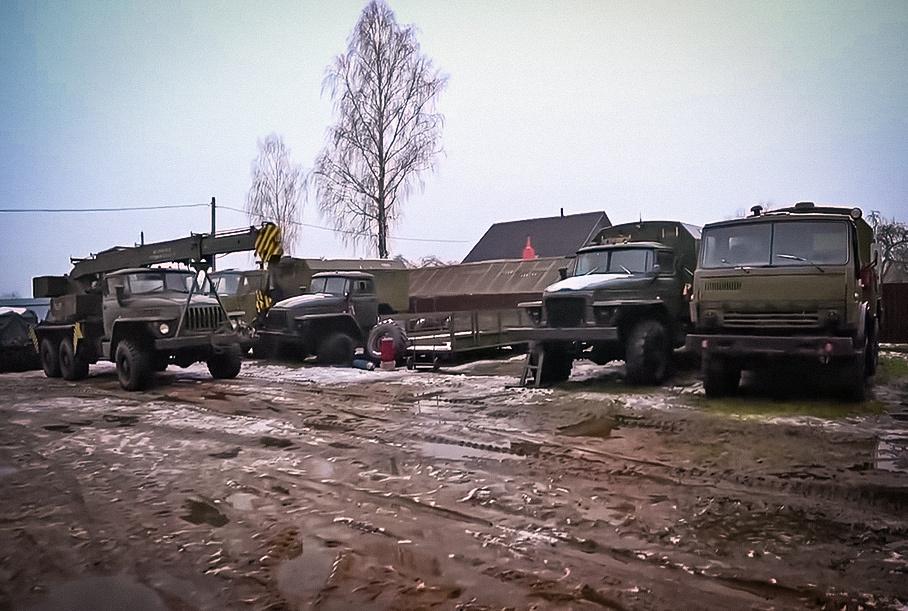 Посмотрите на идеально сохранившиеся армейские грузовики, которые можно приобрести от 500 000 рублей