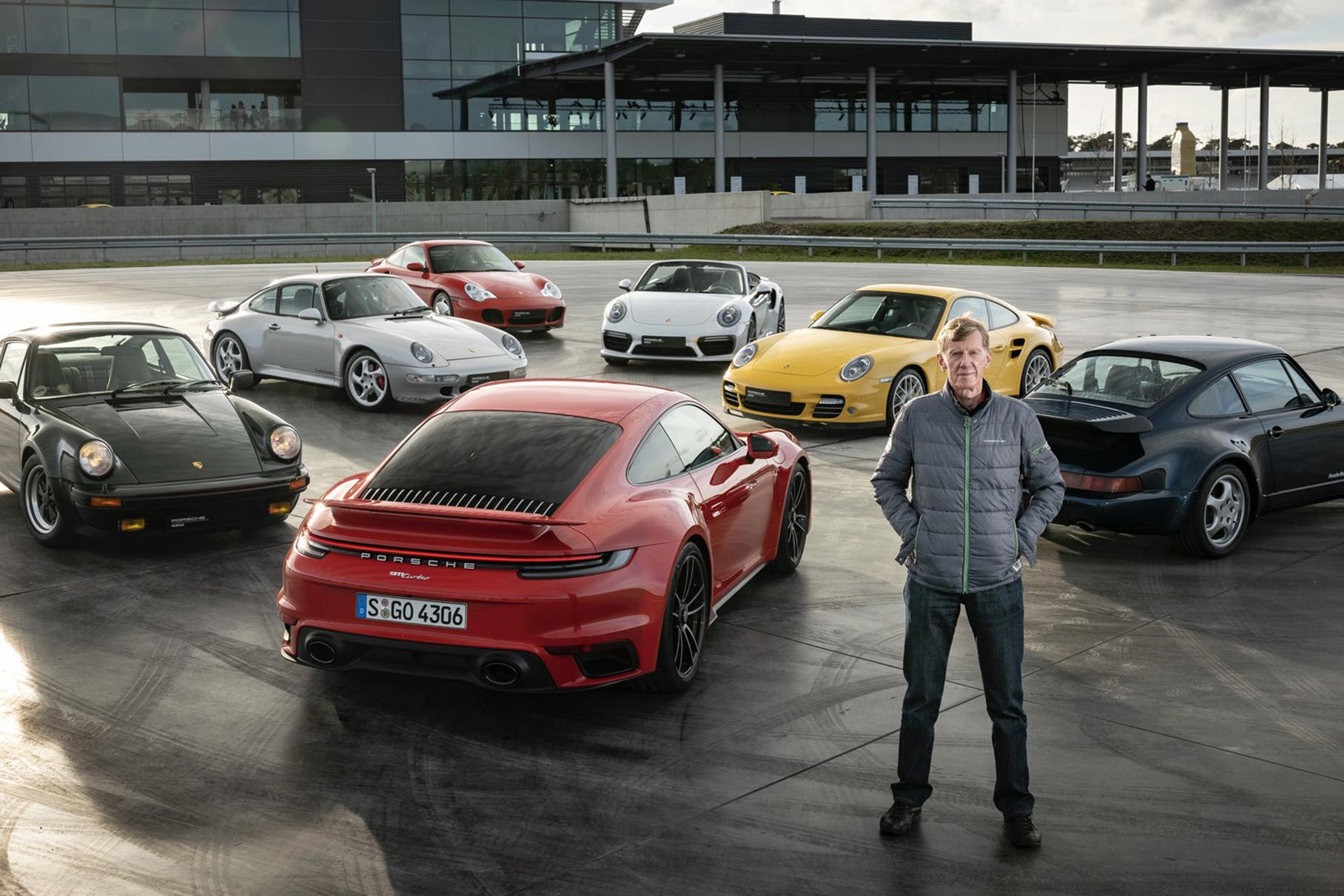 Видео: семь поколений Porsche 911 Turbo сразились друг с другом в гонке