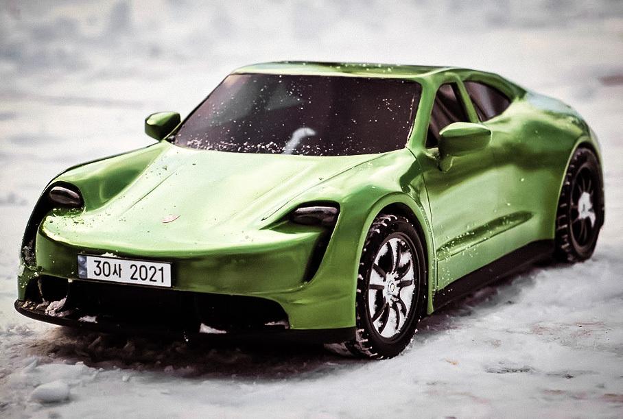 Видео: создание трехмерной пластиковой копии Porsche Taycan с помощью 3D-ручки