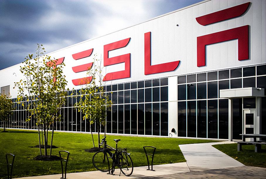 Tesla впервые вышла в прибыль по итогам года