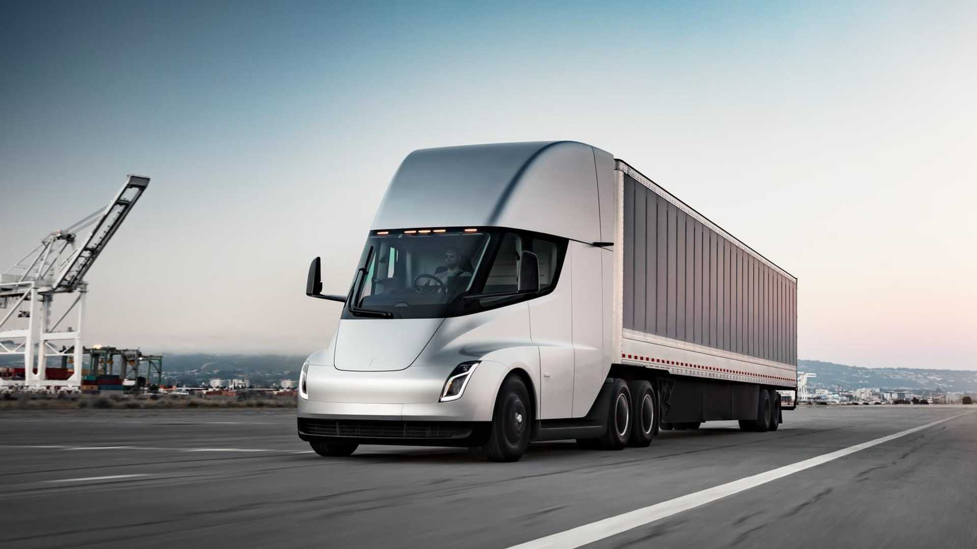 Tesla выпустит 2500 электрических грузовиков до конца года