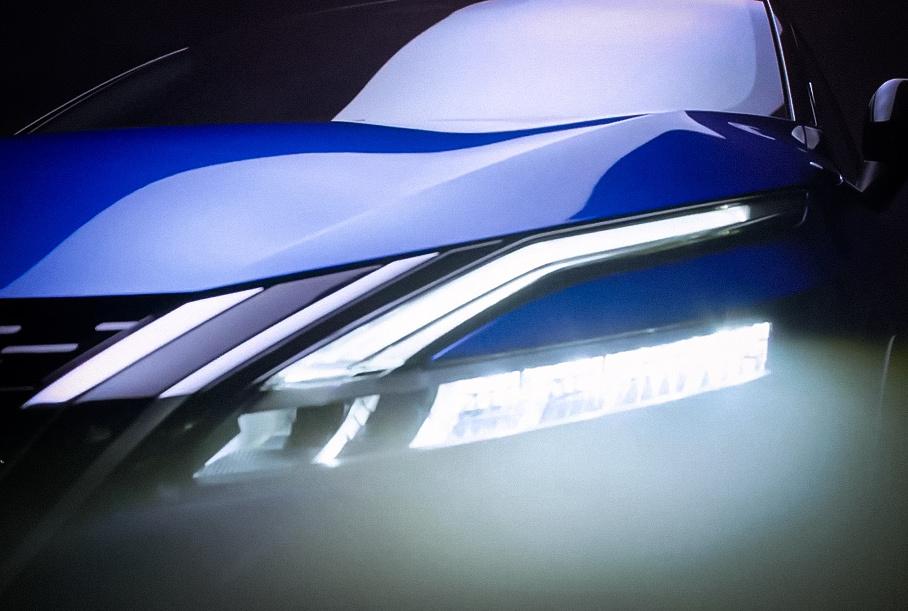 Двухцветный кузов и новые задние фонари: Nissan представил финальное изображение следующего Qashqai