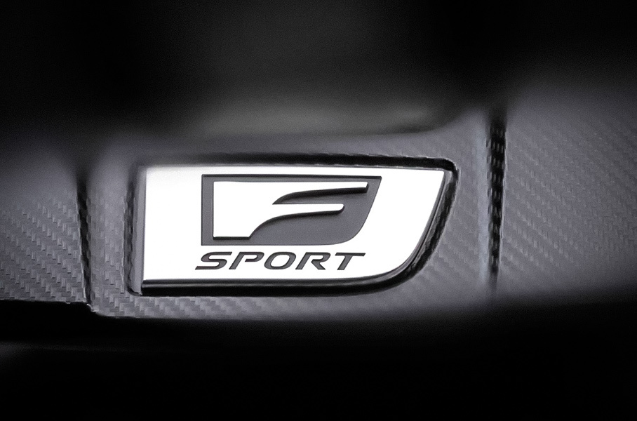 Lexus анонсировал загадочную новинку в версии F Sport