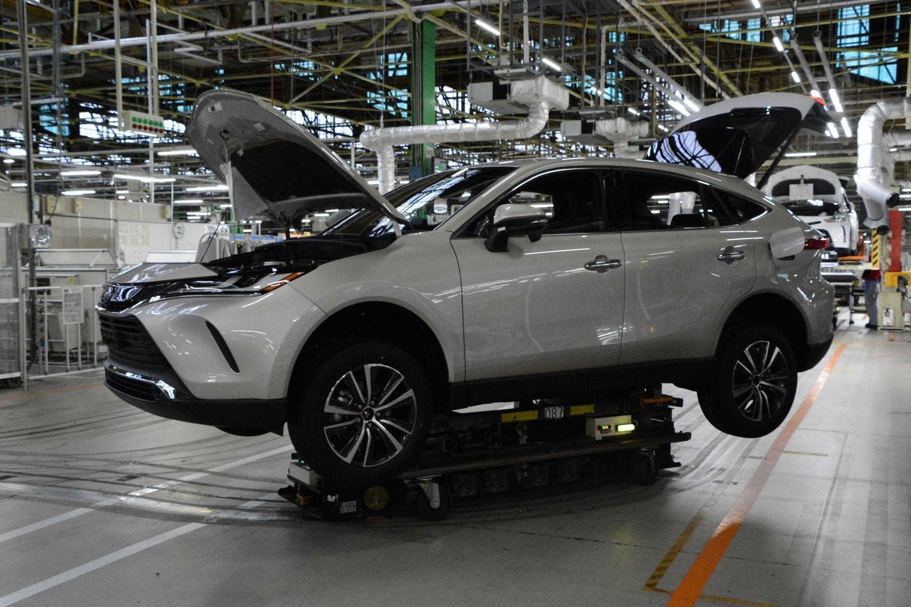 Toyota остановила сборку автомобилей на девяти заводах