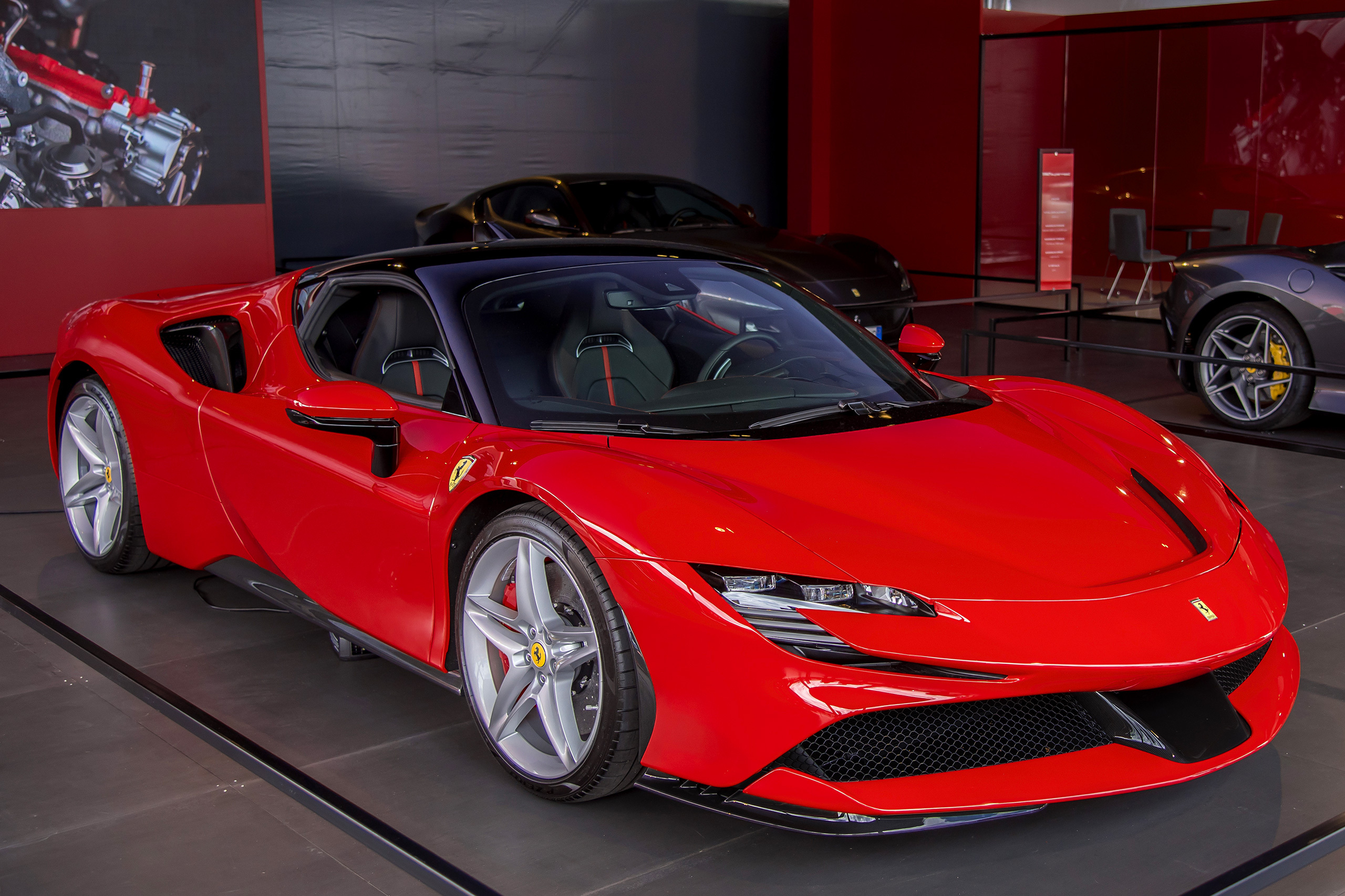 Ferrari SF90 Stradale: быстрее некуда?