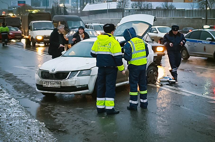 Стало известно самое аварийно-опасное для московских водителей время