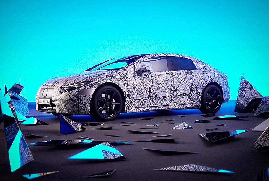 Видео: Mercedes-Benz рассказал о революционных решениях в интерьере нового электрического седана EQS