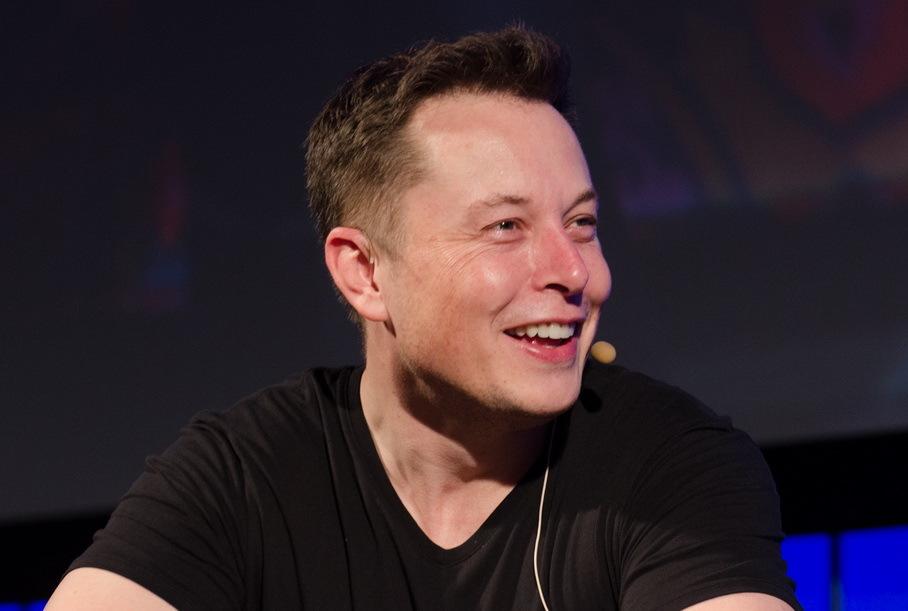Илон Маск вспомнил Достоевского, комментируя кибератаку на Tesla