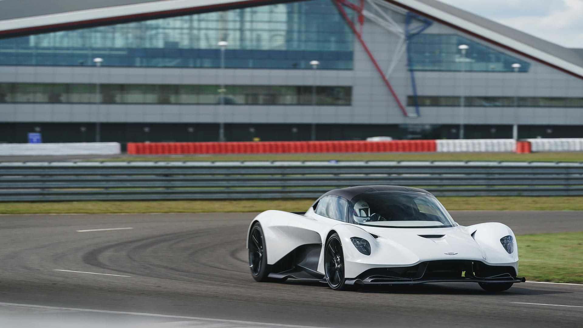 Aston Martin обновил суперкар Valhalla ещё до начала производства