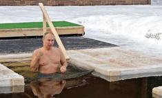 «Это его традиция»: 68-летний Владимир Путин окунулся в ледяную прорубь в минус 16