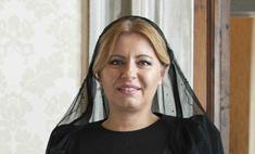Первая женщина-президент Словакии привлекла внимание, появившись в Ватикане в эффектном платье
