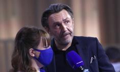 Без маски и носков: будущий отец Шнуров не бережет себя во время пандемии