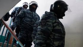 Обыски не помешали работе: силовики пришли к высокопоставленным приморским полицейским