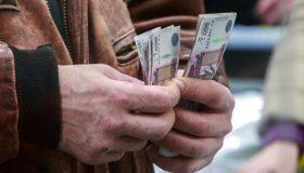 Прокуратура отберет у главы района в Омской области премии почти на полтора миллиона