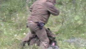 Мурманских полицейских оштрафовали за постановочное видео с браконьером